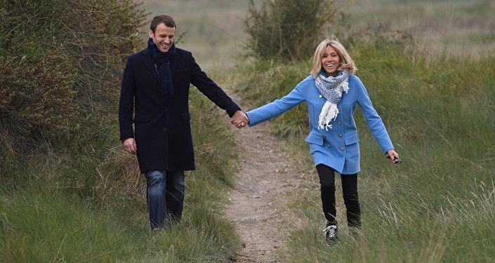 Эмманюэль Макрон с супругой Брижит