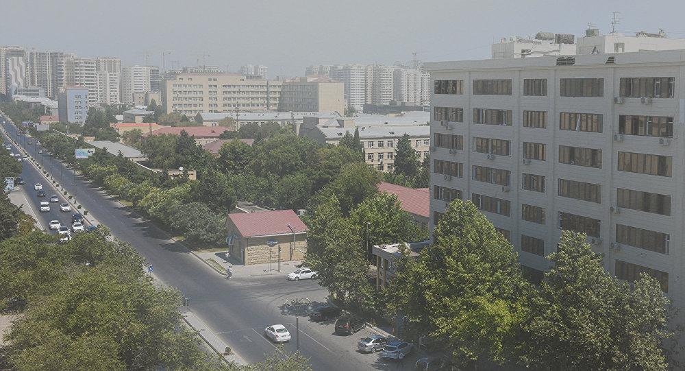 Загрязненный пылью воздух в Баку