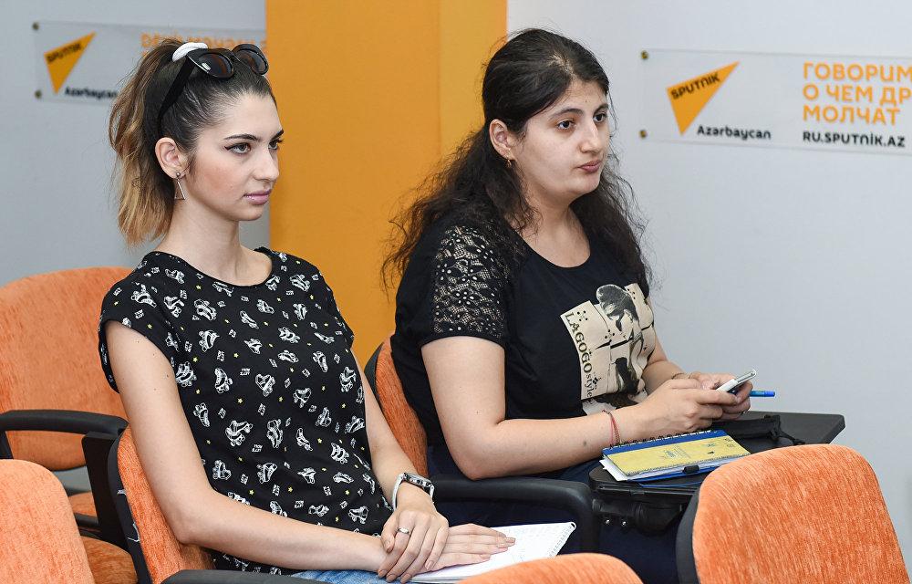 Активисты движения по защите бездомных животных в мультимедийном пресс-центре Sputnik Азербайджан
