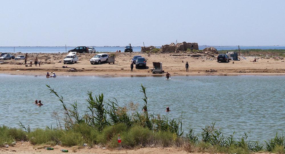 Hövsan- Zığ yolu kənarındakı Duzlu göl