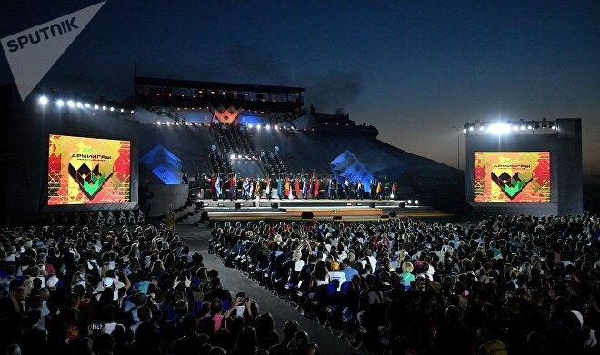 На церемонии закрытия соревнований по танковому биатлону Армейских международных Игр-2017 на подмосковном полигоне Алабино
