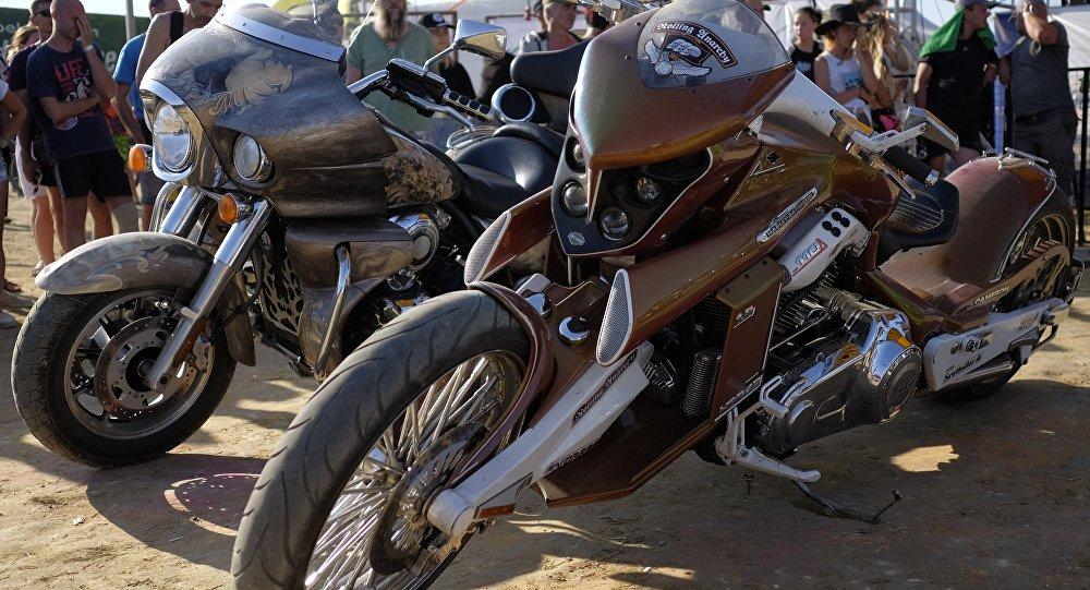 Motosikletlər, arxiv şəkli