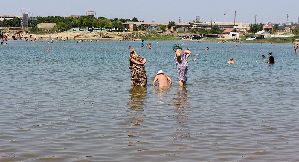 Соленое озеро в поселке Говсан