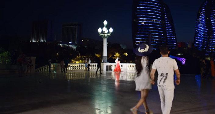 Кадр из клипа Baku