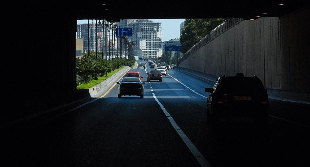 Moskva küçəsindəki avtomobil tuneli, arxiv şəkli