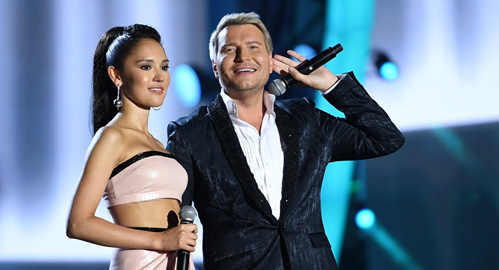 Российские певцы Алина Август и Николай Басков в Баку, 30 июля 2017 года