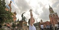 Перформанс участницы из Беларуси Марии Радионовой на Красной площади