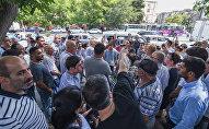 Жители Ясамала на акции протеста