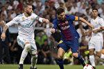 Barselona — Real (Madrid) matçı - Serxio Ramos (solda) və Lionel Messi