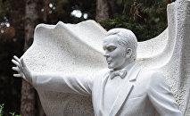 В Баку на Аллее почетного захоронения почтили память Муслима Магомаева в день его 75-летия