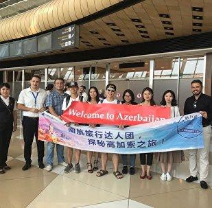 Группа китайских блогеров в аэропорту Гейдара Алиева в Баку