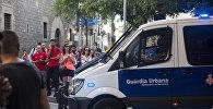 Автомобиль полиции на месте теракта в Барселоне