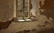 Окно в старой комнате, фото из архива