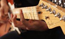 Гитара, фото из архива