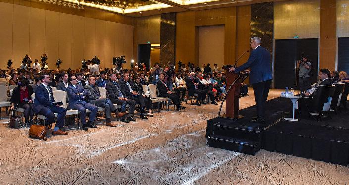ВАзербайджанской столице начал работу Глобальный форум молодых лидеров