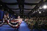Президент США Дональд Трамп на встрече с гарнизоном военной базы Форт-Майер в штате Вирджииния, 21 августа 2017 года