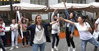 Участники шоу Ты супер! Танцы поборолись за зонты Sputnik в шуточном состязании