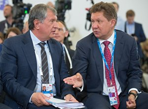 Президент, председатель правления ОАО НК Роснефть Игорь Сечин (слева), председатель правления и заместитель председателя совета директоров ОАО Газпром Алексей Миллер
