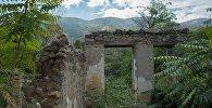 Руины здания в оккупированном Арменией городе Гадруте, фото из архива