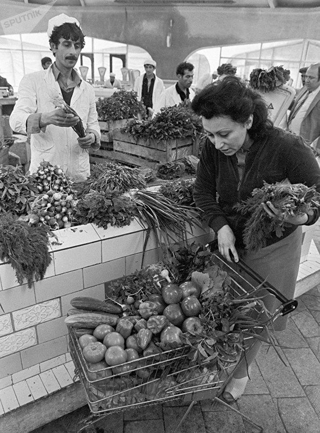 На рынке в Ахмедлы