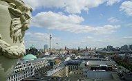 Вид на восточную часть Берлина со смотровой площадки Французского собора