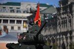 Средний танк Т-34-85 на генеральной репетиции военного парада в Москве, фото из архива