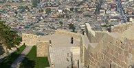 Вид на город Дербент с музея Цитадель Нарын-кала, фото из архива