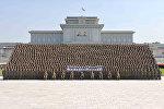 Şimali Koreya lideri Kim Çen In yüzlərlə gənc əsgərin fonunda