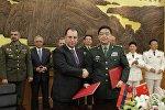 Ermənistanın müdafiə naziri Vigen Sarkisyan, Çin Xalq Respublikasına rəsmi səfəri zamanı çinli həmkarı Çan Vantsyuanla