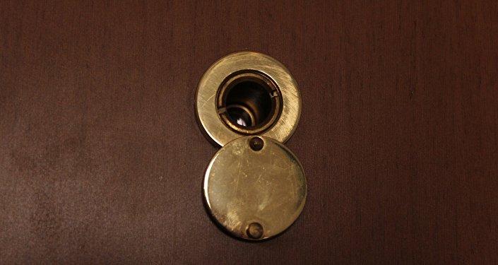 Дверной глазок, фото из архива