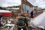 Сотрудники МЧС РФ на месте обрушения стены бывшего кинотеатра Союз в подмосковной Балашихе