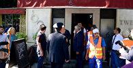Демонтаж вывески кафе 26, Баку, 8 сентября 2017 года