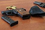 Пистолет с патронами, фото из архива