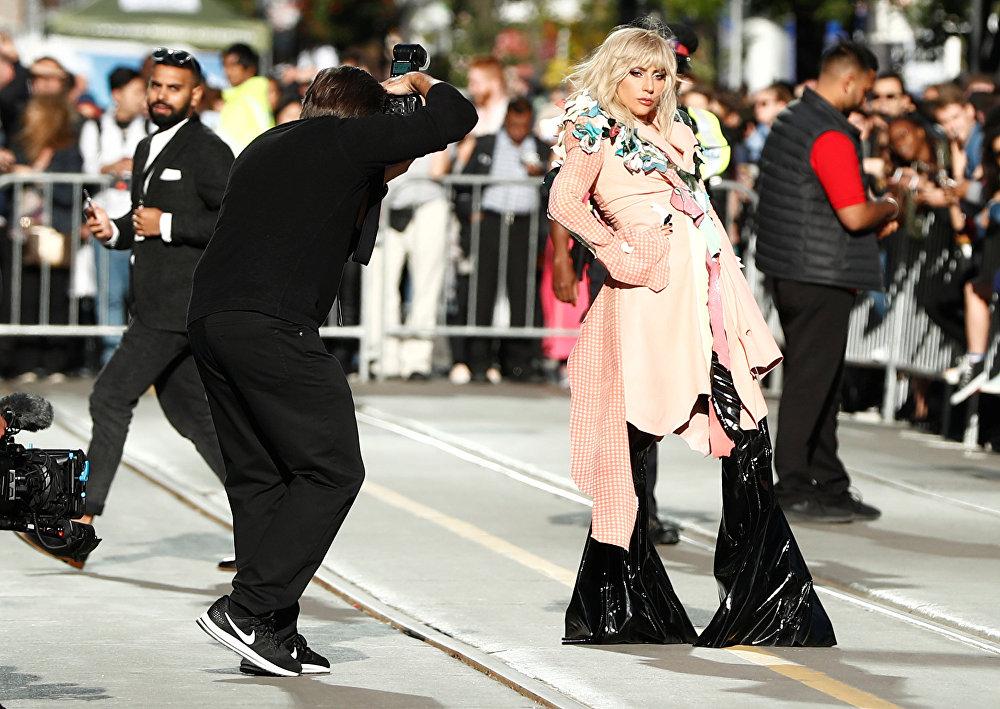 Свой фильм на TIFF привезла и Леди Гага. Документальная лента, посвященная певице, называется Гага: 155 см, ее официальная премьера прошла в Торонто.