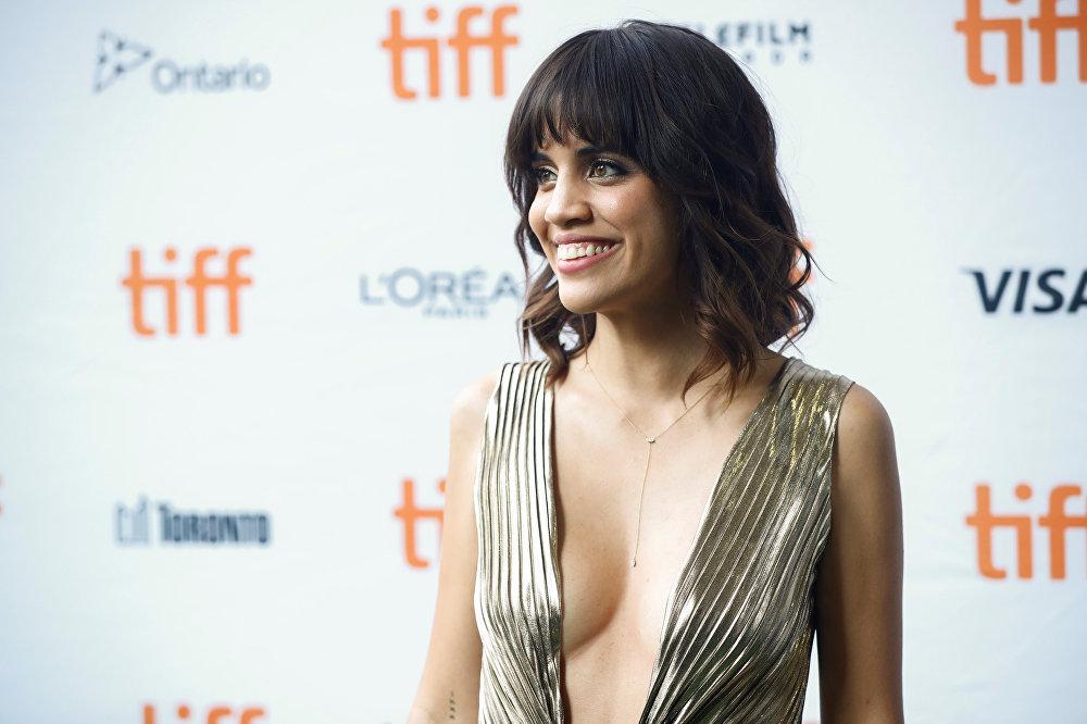 Американская актриса Натали Моралес перед показом фильма Битва полов.