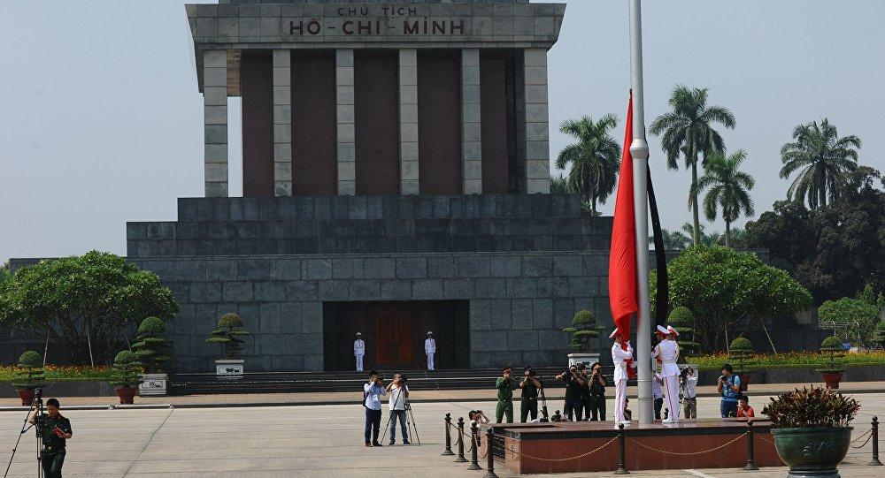 Мавзолей Хо Ши Мина на площади Бадинь в Ханое, Вьетнам, фото из архива