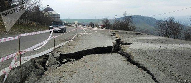 Оползень на автомобильной трассе Баку-Шамаха