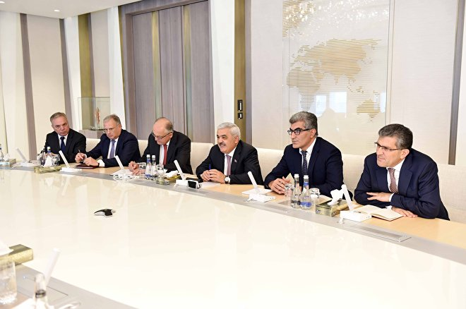 Встреча президента азербайджанской компании Ровнага Абдуллаева с исполнительным вице-президентом по международному развитию и производству норвежской Statoil Ларсом Кристианом Бахером