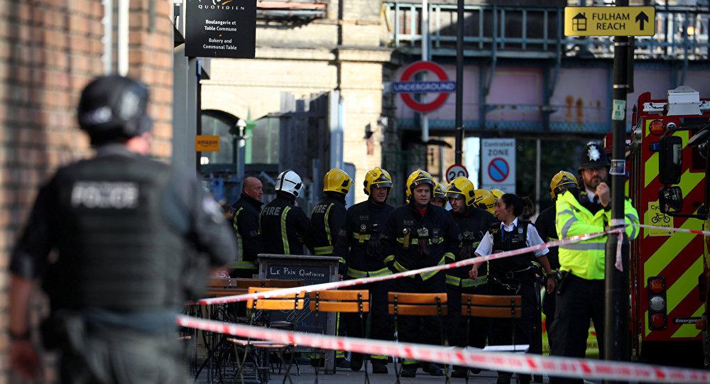 Сотрудники Лондонской пожарной бригады на месте теракта, 15 сентября 2017 года