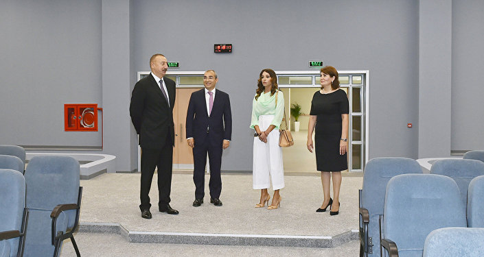 Президент Ильхам Алиев на церемонии открытия нового здания школы-лицея номер 20 в Баку
