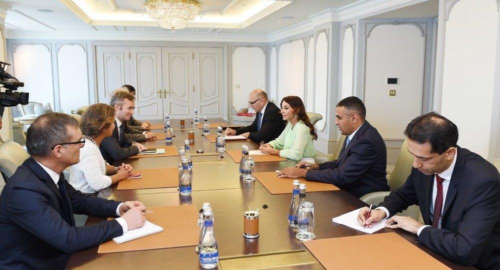 Первый вице-президент Aзербайджана Мехрибан Алиева на встрече с делегацией во главе с государственным секретарем при министре по делам Европы и иностранных дел Франции Жаном-Батистом Лемуаном
