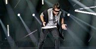 Азербайджанец на большой сцене в Москве исполнил танец вслепую