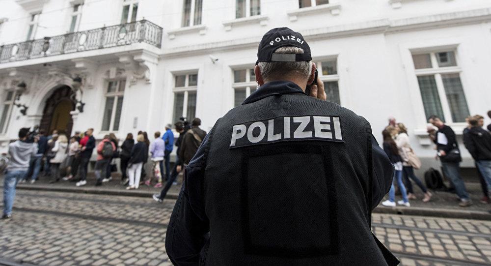Almaniyada polis əməkdaşı, arxiv şəkli
