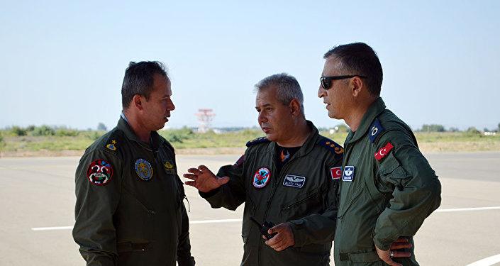 """Самолеты F-16 ВВС Турции, участвующие в учениях """"TurAz Qartalı-2017"""", прибыли в Азербайджан"""