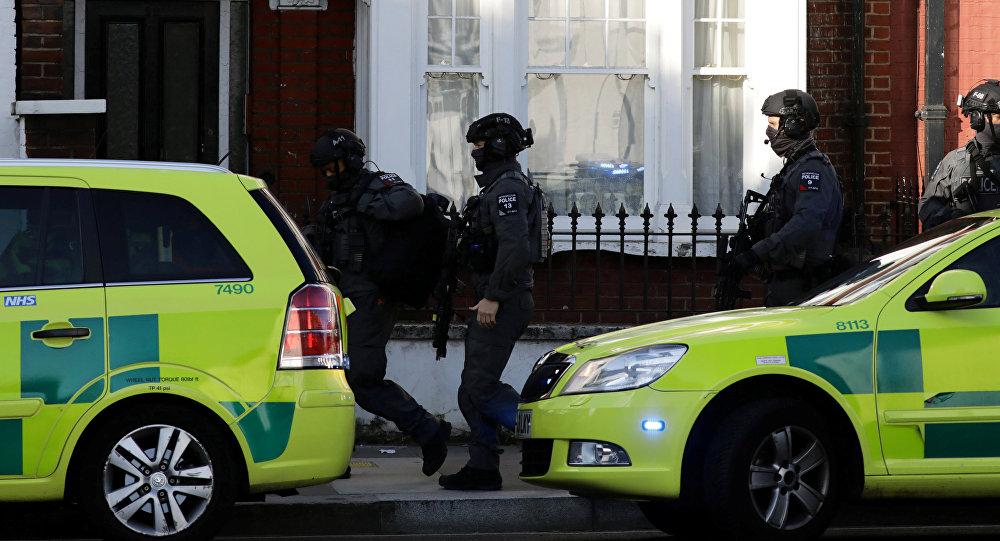 Полицейские на месте взрыва на станции Parsons Green в Лондоне, 15 сентября 2017 года