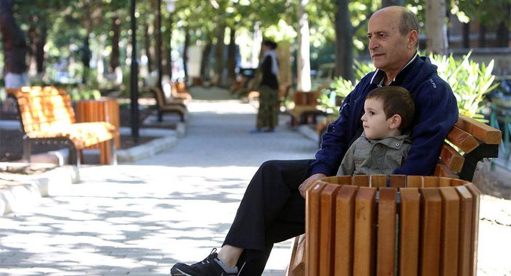 Tbilisidə park, arxiv şəkli