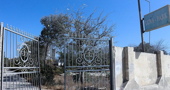 Вход в парк имени Низами