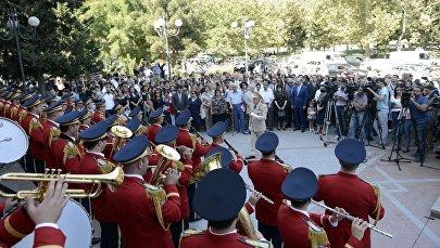 Bakı Musiqi Akademiyasının qarşısında Milli Musiqi Günü təntənəli şəkildə qeyd edilib