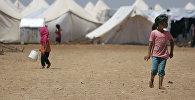 Дети в лагере беженцев в Джераблусе, провинция Алеппо, Сирия, 5 июня 2017 года