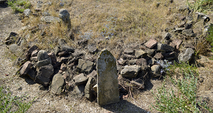 Надгробные камни на территории мавзолея Пирханджар